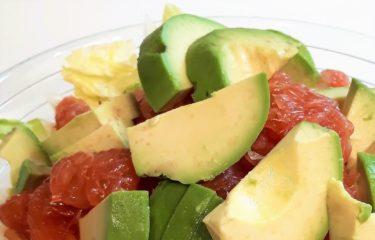ダイエットに最適!ドレッシングを使わない!「アボガドとグレープフルーツサラダ」!